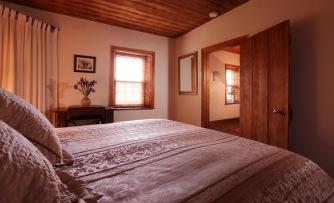 Luxurious queen bedroom